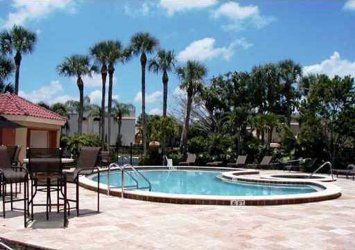 Club House Pool & Jacuzzi
